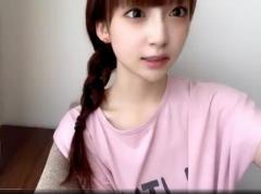 荻野由佳、サイド三つ編み姿を披露で大反響「髪型かわいい」「加工?整形?」