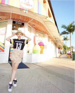 平子理沙、LAでの美脚ショットを披露するもスタイルが良すぎて騒然
