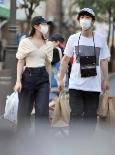 ユースケ・サンタマリア再婚か!?FLASHの直撃に20歳年下の新恋人を公表 小西真奈美似