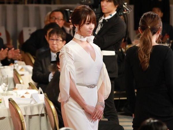 【芸能】深田恭子のセクシーすぎる衣装が話題「ドロンジョ様」の声も-写真特集