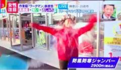 ミヤネ屋、防水ジャケット着用の女性にバケツの水をぶっかけ