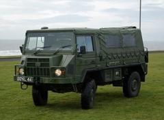 シュワちゃん、巨大な軍用車両で食料品買い出し