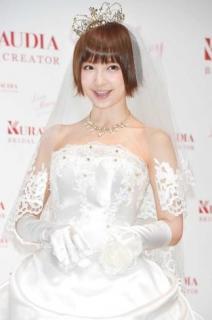 篠田麻里子、3歳年下の一般男性と結婚 交際0日プロポーズ