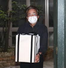 岡江さんの遺骨が帰宅 夫大和田獏「こんな帰宅は悔しい」