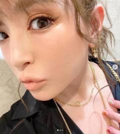 浜崎あゆみ、ポニーテールの自撮りに大反響「メイクもネイルも可愛いすぎる」