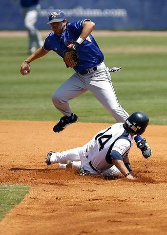 baseball-1518224__480