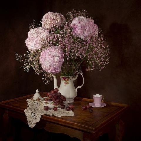 ビンに飾られた白い花