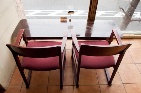 並んだ椅子