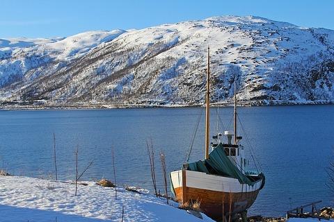 湖と船の風景