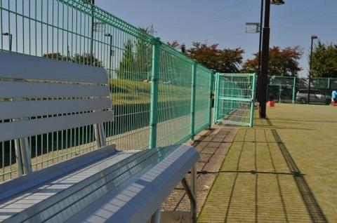 テニス場のベンチ