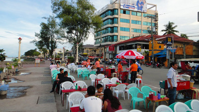 blog-image-dumaguete-rizal-street-many-customer