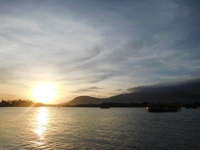 blog-image-Kampot-sunset-ship