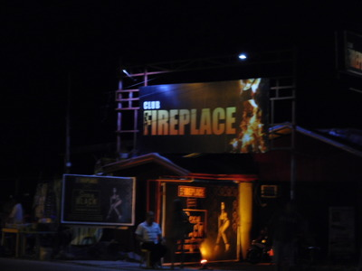 LaUnion-Fireplace-bar
