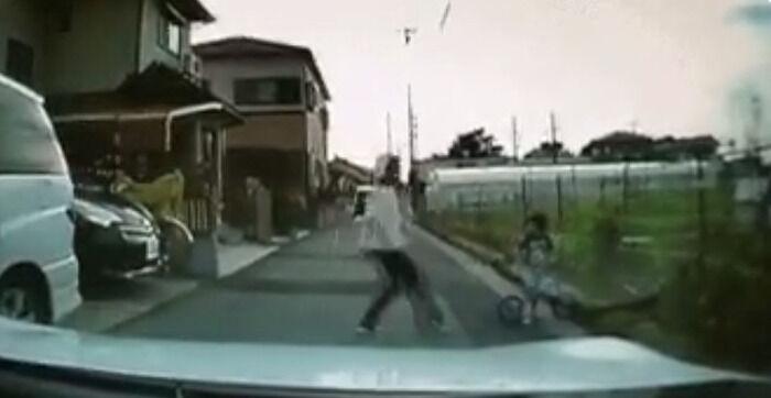 【しつけと体罰】道路へ飛び出した子供へ平手打ちをするのはダメ?