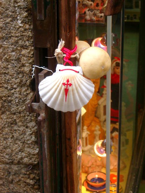 ホタテ貝と杖