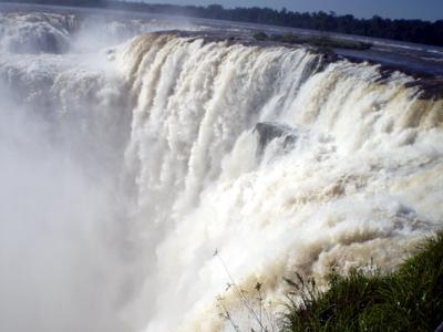 イグアスの滝(アルゼンチン側より悪魔ののど笛を望む)