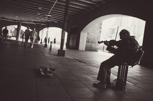 street-performer-924003_1280