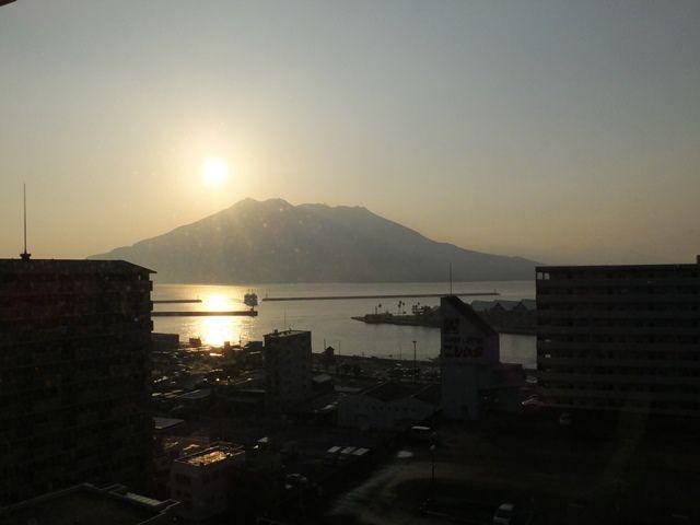 日の出と桜島