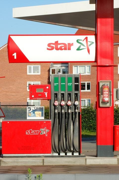petrol-stations-1190385_1280 (1)