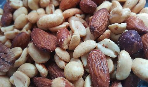 nuts-1436875_1280 (1)