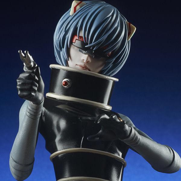 X星人の姿となった綾波レイのコラボフィギュアが限定販売決定!