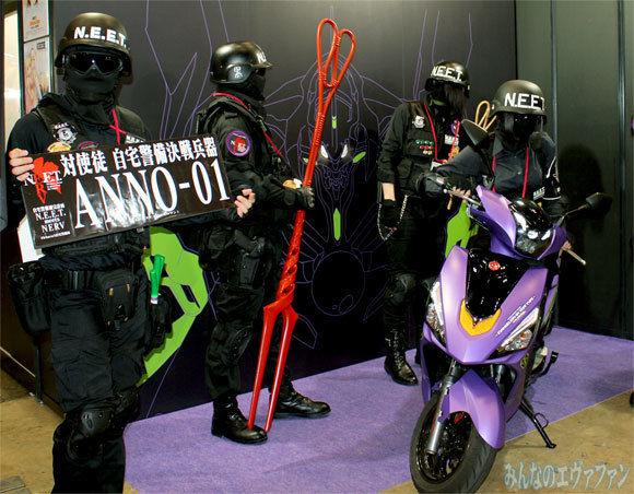 【ワンフェス2017夏レポート】エヴァ初号機モデルのスクーターが登場 自宅警備隊「ロンギヌスの布団叩き」とコラボ