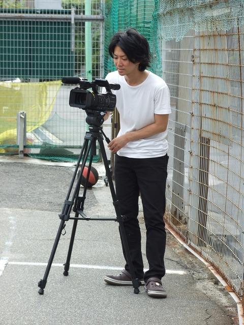 ディレクター横関