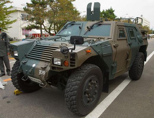軽装甲機動車(ポスター用)_1