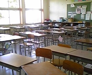 【福岡】教室内で女生徒のスカート下に携帯差し込む 男子高校生を逮捕のサムネイル画像