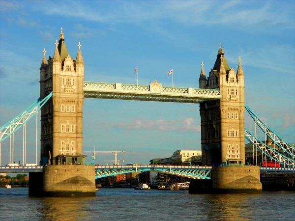【緊急速報】イギリス・ロンドン橋でテロ発生・・・のサムネイル画像