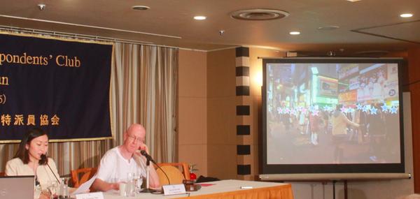 アキバの一定間隔で並んでいるあのJK、海外では「秋葉原は買春のメッカ。日本は買春大国」と報道のサムネイル画像