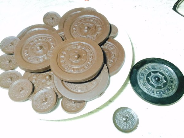 【画像】貴重な青銅器が出土したっていうニュース → 発見した考古学者が「美人」過ぎてニュースが頭に入らない件についてwwwwwwwのサムネイル画像