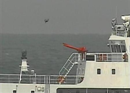 尖閣諸島周辺の領海に中国の武装船が侵入しドローンのような謎の飛行物体を発進させるのサムネイル画像