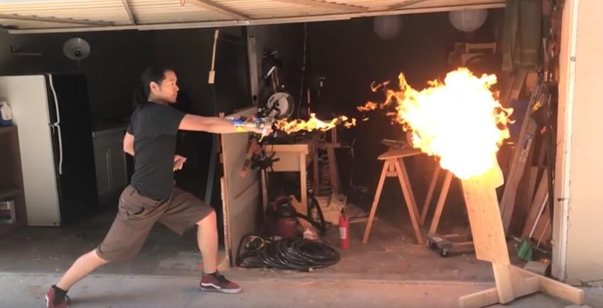 【動画】パンチと一緒に炎が出るグローブ登場wwwwwwwwwwwwwのサムネイル画像