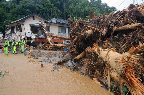 【九州豪雨】子をかばうように抱いた女性、お腹には赤ちゃんも…倒壊家屋に遺体のサムネイル画像