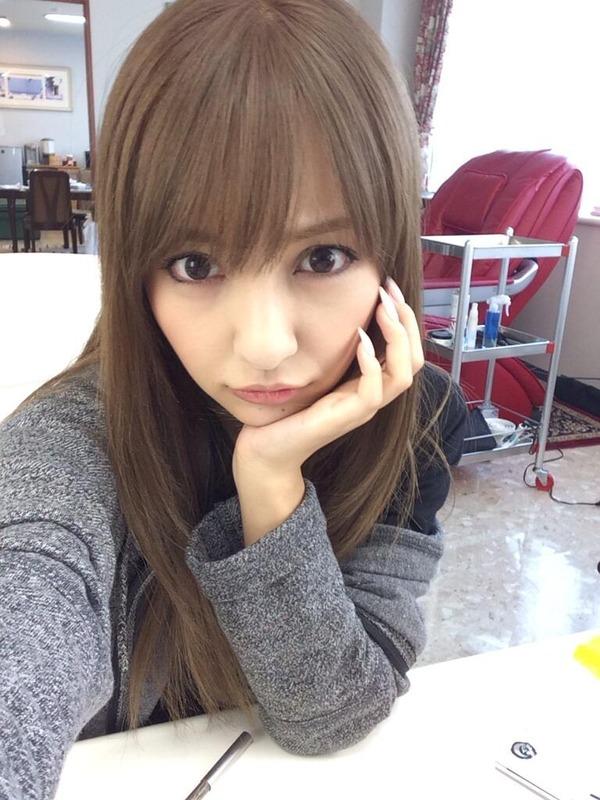 【AKB48】ともちんこと板野友美(22)金髪やめる!髪を暗めに染める ファン「めっちゃ可愛い」と絶賛 2ch「また変身したのか、今は第何形態なんだ」 【画像あり】のサムネイル画像