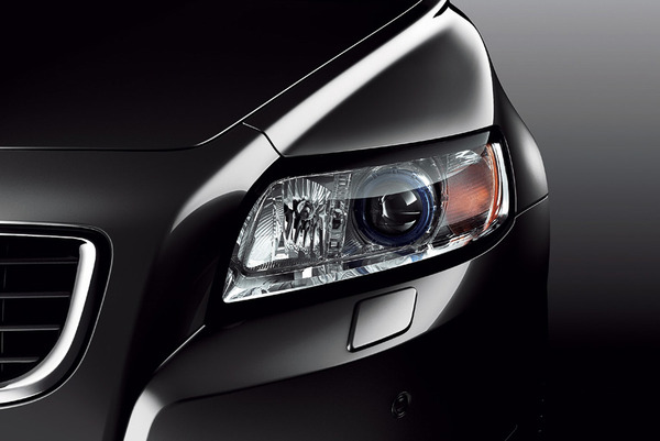 国交省「暗くなると車のヘッドライトが自動的に点灯するオートライトを義務付ける」のサムネイル画像