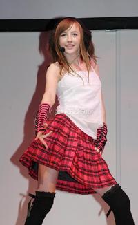 14歳には見えないベッキー・クルーエルが初の写真集!!のサムネイル画像