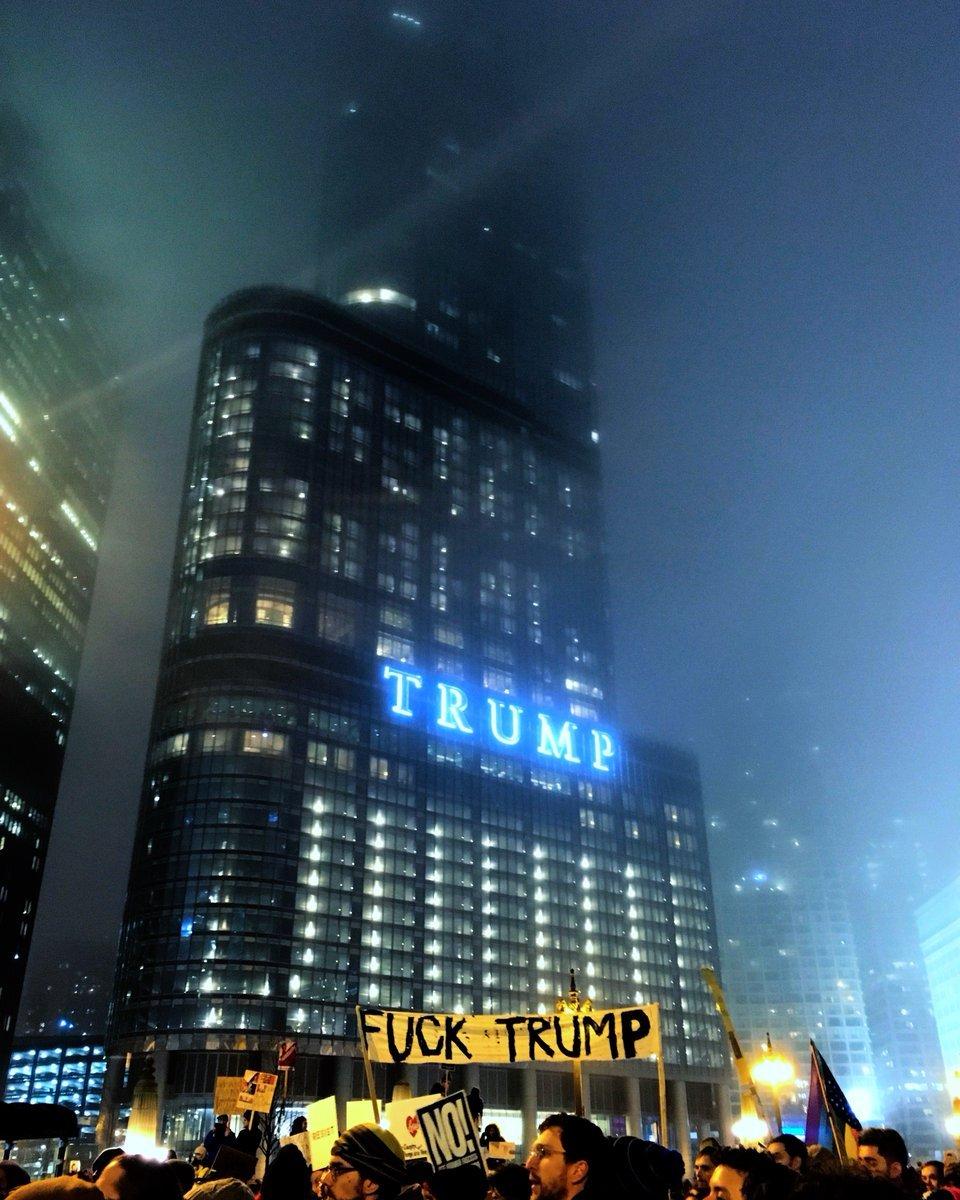 【画像】トランプタワー前がSF映画の世界wwwwwwwwwwwwwwwwのサムネイル画像
