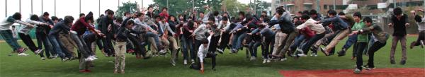 【画像】灘校生がを100人規模で「マカンコウサッポウ」でやってみたのサムネイル画像
