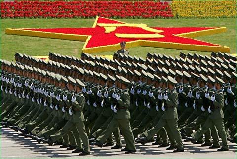 中国の軍事費17兆円、日本の防衛費5兆円。中国強スギィィ!!のサムネイル画像