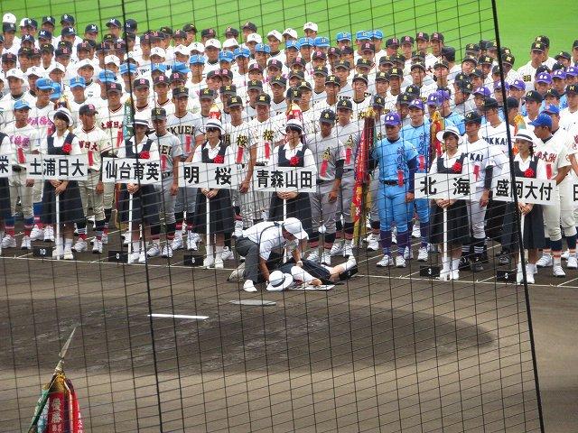 【悲報】高校野球開会式で女子生徒が倒れる → 無視して進行wwwwwwwwwwwwwwwwのサムネイル画像