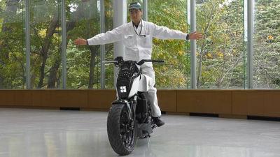 【朗報】ホンダ、倒れない自立するバイク「Honda Riding Assist」を世界初公開、無人でも自動的に人の後を追うこともwwwwwwwwwwwwwwwwのサムネイル画像