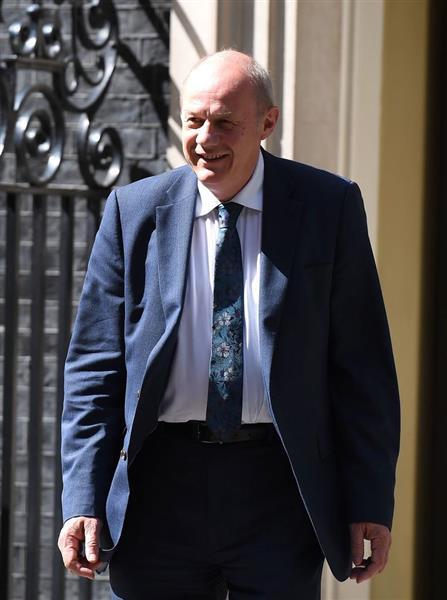 【悲報】パソコンから大量のポルノが見つかり、イギリス政権「ナンバー2」グリーン国務相が辞任へwwwwwwww  のサムネイル画像