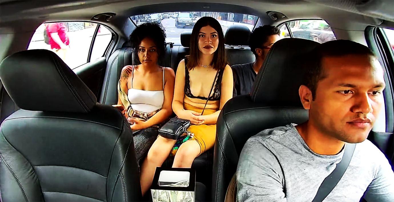 【動画】タクシーで堂々と現金を盗む美人女性  車載カメラの高画質録画でモロバレwwwwwwwwwwのサムネイル画像