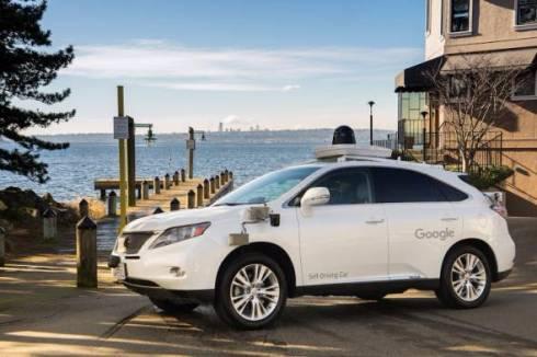 【米国】Googleの自動運転車、初の過失事故 土のうを避けようとしてバスの側面へぶつかるのサムネイル画像