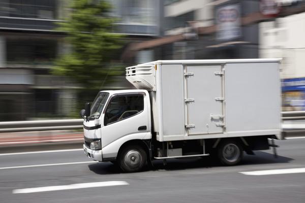 【動画】東京外環道でトラック同士が激しいバトルwwwwwwwwwwwwwwwwのサムネイル画像