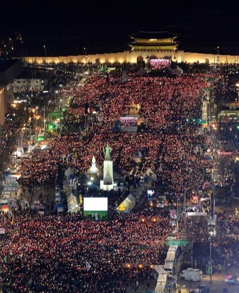 【衝撃】中央日報「日本の安倍首相退陣デモは韓国が起源」のサムネイル画像