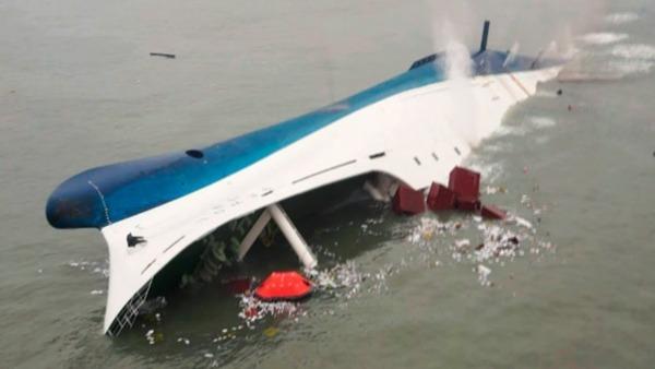 【韓国のタイタニック】セウォル号の船体一部、水面に → 3年ぶりに引き上げ開始へwwwwwwwwwwのサムネイル画像