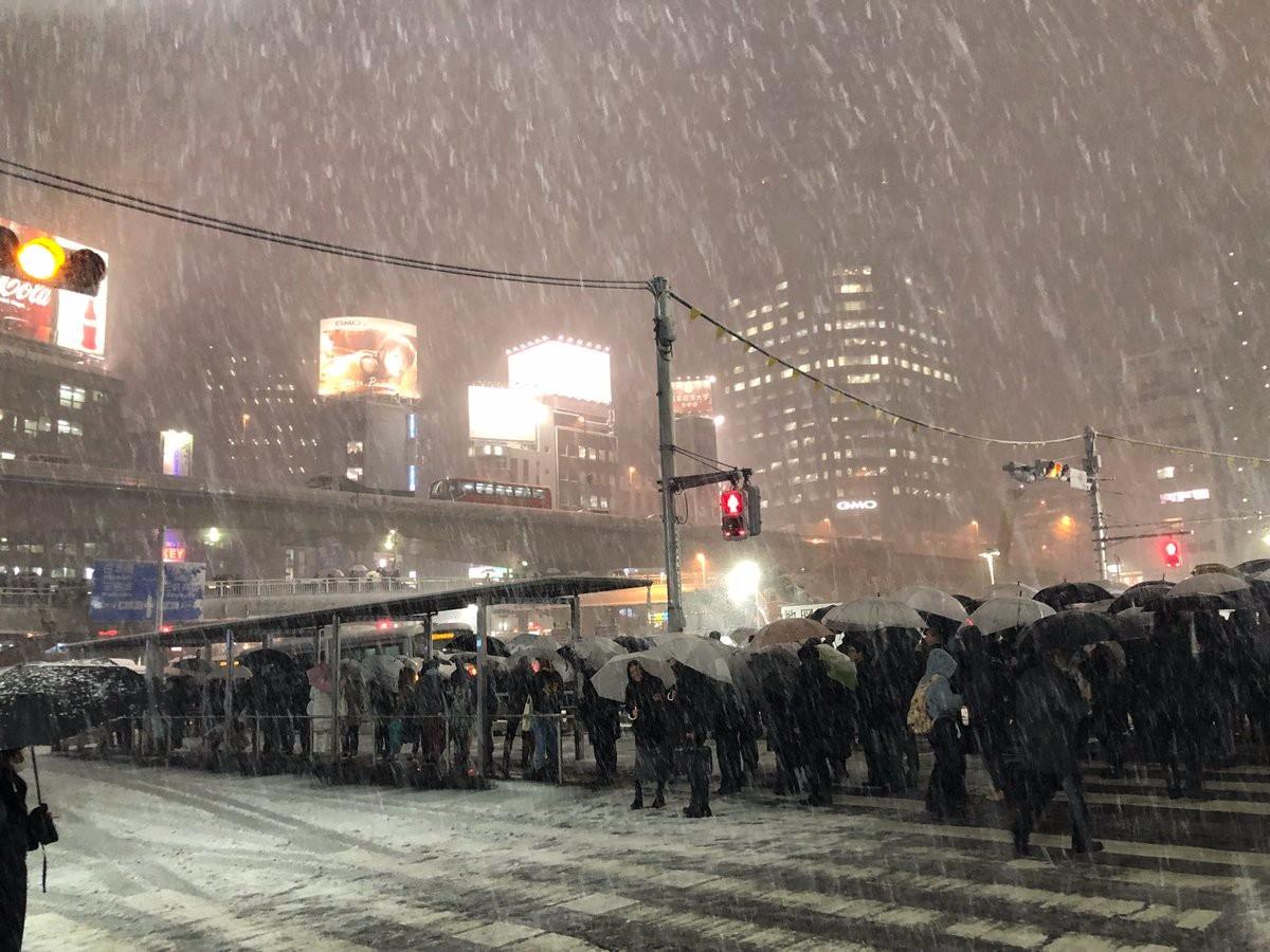 【衝撃画像】大雪の渋谷駅、人が多すぎる模様wwwwwwwwwwwwwのサムネイル画像